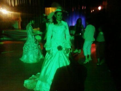 Très belle robe de mariée d'occasion avec boléro et chapeau pas cher