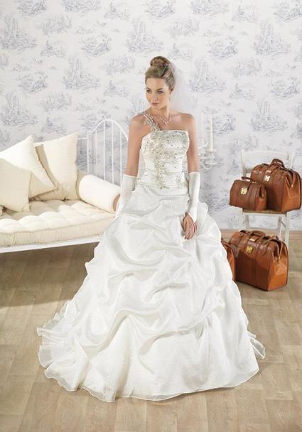 Robe de mariée neuve encore en magasin