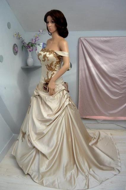 Robe de mariée neuve et pas cher en taffetas à Paris 2012  - Occasion du Mariage