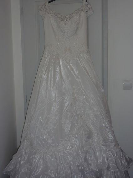 Robe de mariée style féérique d'occasion avec borderie