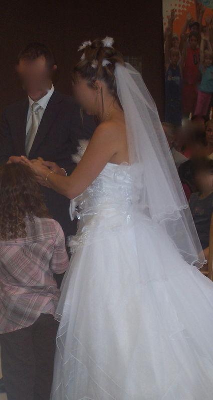 Robe  de mariée blanche en organza avec gants et voile