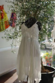 Robe de mariée pas cher blanche satin 2012 - Occasion du mariage