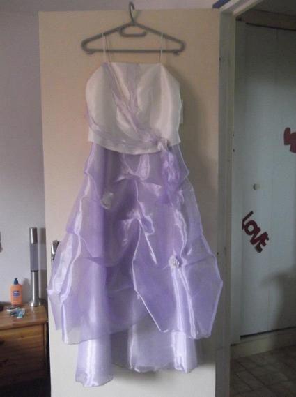 Robe de cérémonie neuve taille 12 ans idéale pour mariage