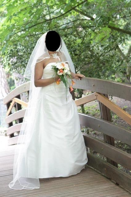 Robe de mariée d'occasion couleur ivoire pas cher en 2012