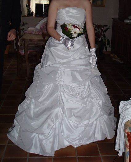 belle robe brodée  - Vienne (Haute)