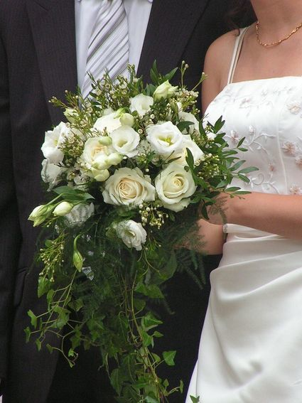 Robe de mariée avec broderies fines Point Mariage