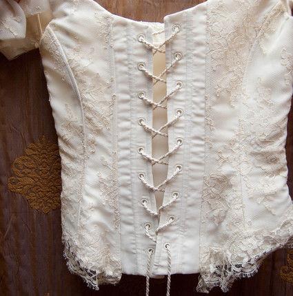 Robe de mariée Cymbeline d'occasion, bustier dentelle de Calais