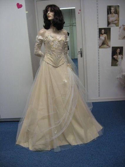 Robe de mariée couleur ivoire de chez Annie Couture pas cher en 2012 - Occasion du Mariage