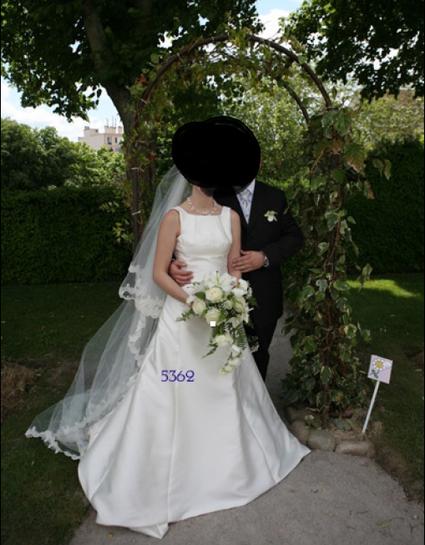 Robe de mariée Pronovias d'occasion couleur ivoire + traine et voile pas cher
