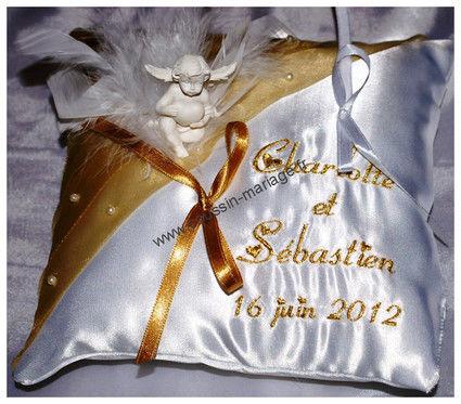 Coussin porte alliances brodé pas cher d'occasion 2012 - Nord Pas de Calais - Nord - Occasion du Mariage