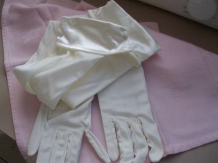 Gants de mariée longs d'occasion couleur ivoire neufs