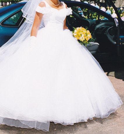 Robe de mariée en tulle blanc et voile long d'occasion