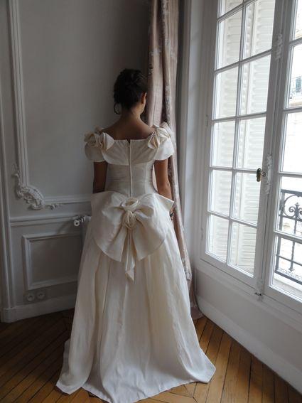 robe de mari e vintage soie romantique intemporelle. Black Bedroom Furniture Sets. Home Design Ideas