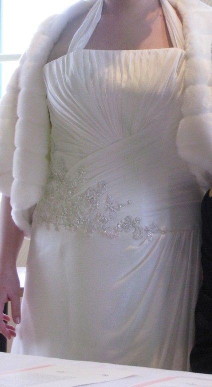 Robe de mariée ivoire et étole fourrure T44/46 d'occasion