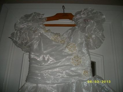 Robe de mariée avec buste drapé et manches courtes en occasion