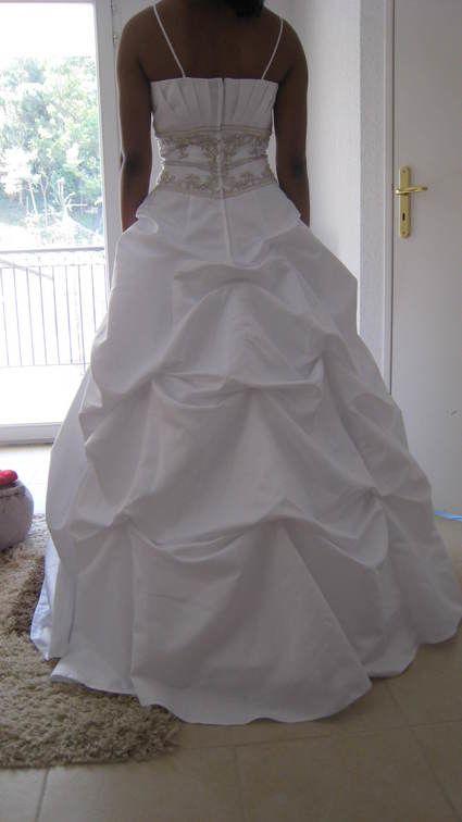 Robe de mariée d'occasion avec jupon pas cher 2012 - Occasion du mariage