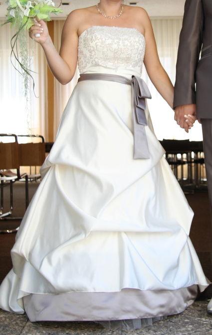 Robe de mariée ivoire et taupe d'occasion