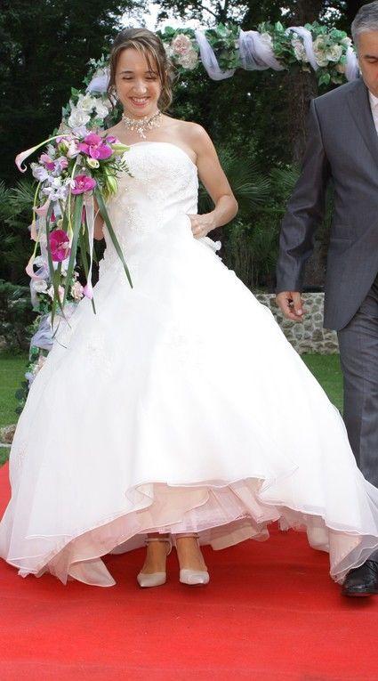 Robe de mariée d'occasion + jupon + attache-traine + collier et boucle d'oreilles