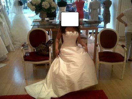 Robe de mariée en soie sauvage avec jupon et long voile