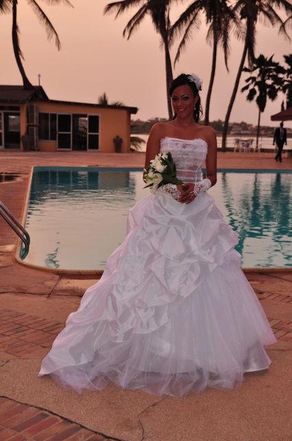 Robe de mariage pas cher unique faite sur mesure  2012 - Occasion du mariage