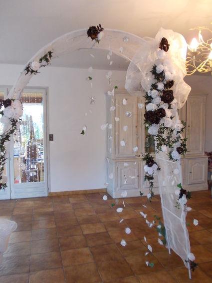 location d 39 arche de mariage en d coration. Black Bedroom Furniture Sets. Home Design Ideas