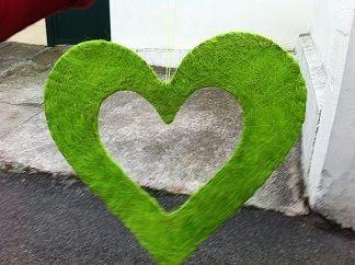 12 coeurs verts anis en décoration de mariage