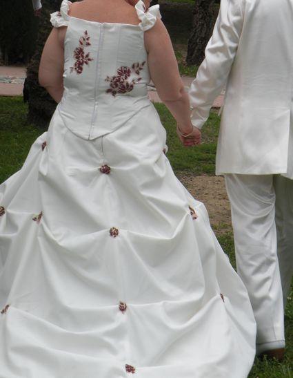robe de mariée ecru et bordeaux - Alpes Maritimes