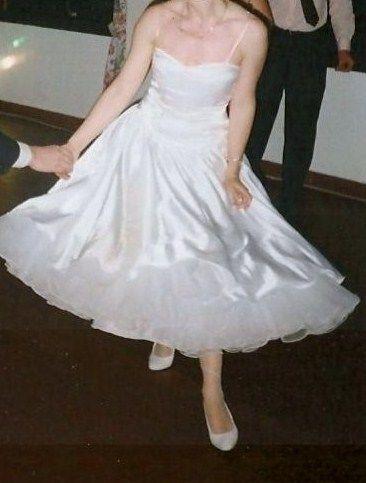 Robe de mariée et veste Pronuptia satin blanc excellent état Taille 40