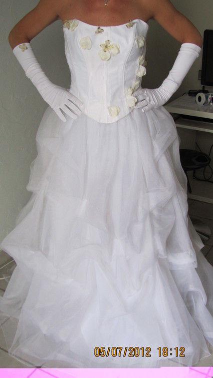 Robe de mariée bustier avec fleurs et jupe en organza pas cher