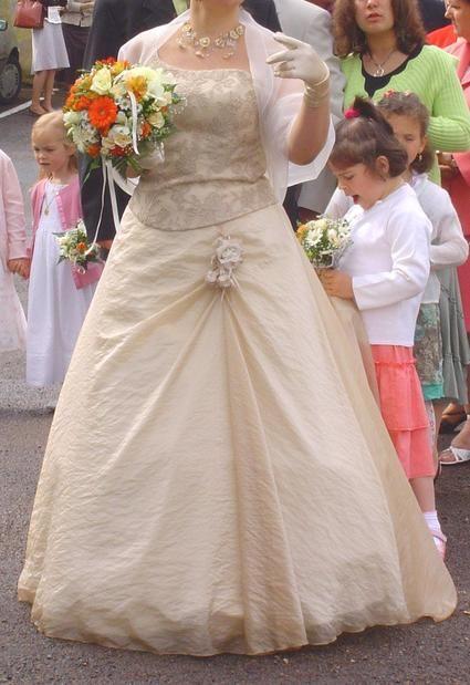 Robe de mariage bustier Asymétrique couleur champagne + étole, gants et collier