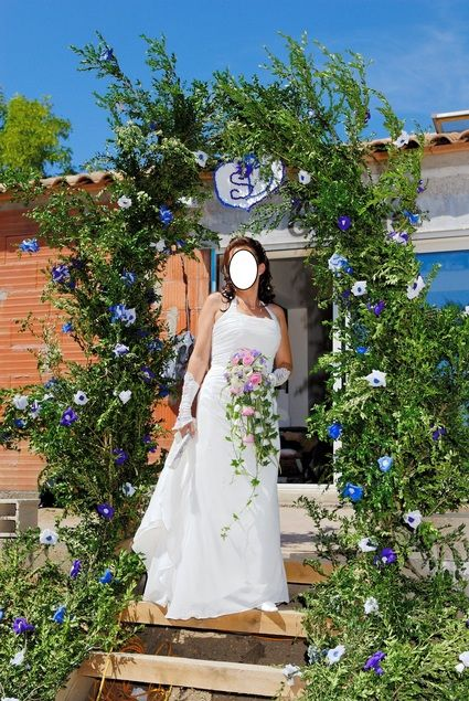 Robe de Mariée d'occasion couleur ivoire T40 avec jupon, traîne et corset