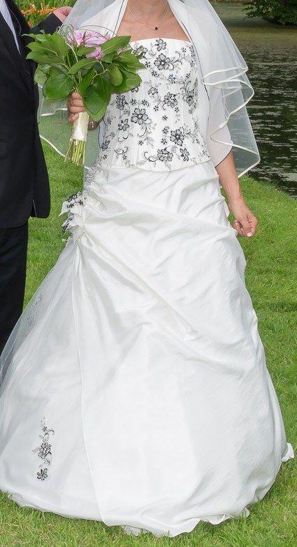 Robe de mariée d'occasion - jupe, jupon, bustier et étole