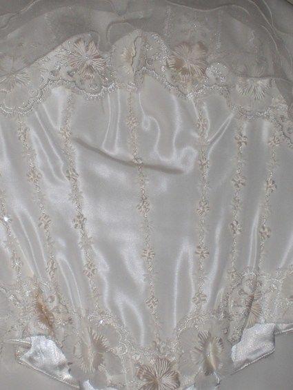 Robe de mariée pas cher avec jupon et étole 2012 - Occasion du mariage