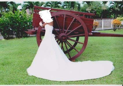 Robe de mariée d'occasion, bustier et traine perlé pas cher en 2012