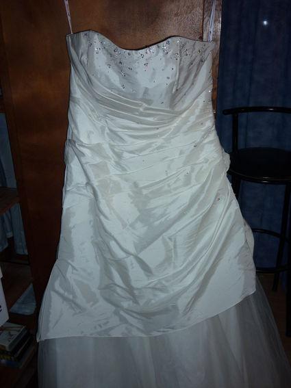 Robe de mariée ivoire jamais servie avec jupon et étole