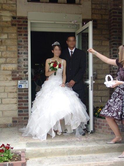 Robe Mariée Blanche d'occasion avec jupon et chaussure à talon