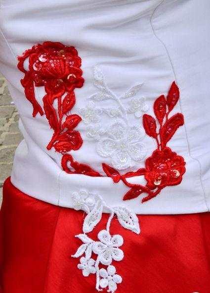 Robe de mariée blanche et rouge taille 42 d'occasion