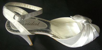 Chaussure de mariée d'occasion satin blanc strassé pas cher 2012 - Occasion du mariage