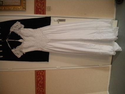 Robe de mariée d'occasion blanche avec grande traîne