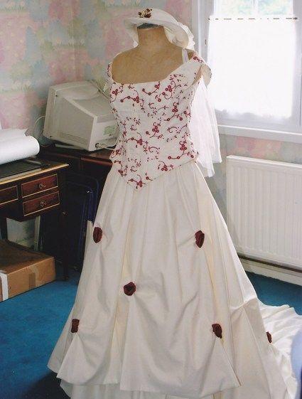 Robe de mariée de marque Morelle Mariage ivoire et bordeaux d'occasion