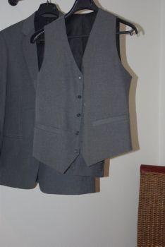 Costume mariage pas cher 3 pièces gris fines rayures noires - Occasion du mariage