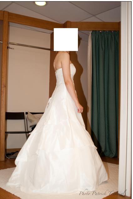 Robe de mariée Ribambelle Carriere 2010 avec son étole pas cher - Occasion du Mariage