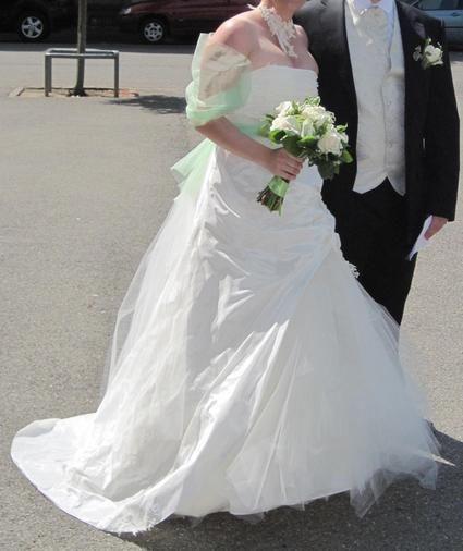 Robe de mariée FIORD Bochet doccasion + jupon pas cher