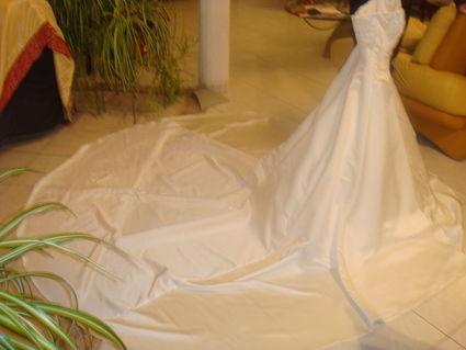 Robe de mariée Princesse de chez Mariages Mariages avec accessoires
