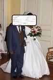 Robe de mariée style Sissi perlée sur le bustier avec une traîne