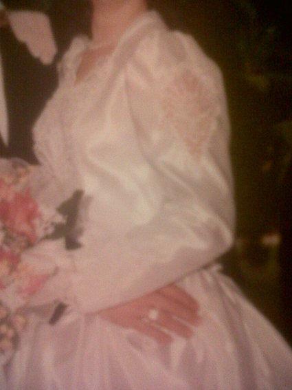 Robe de mariée satinée avec traîne d'occasion à Limoges