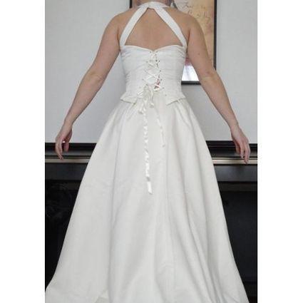 Robe de mariée d'occasion avec traîne et jupe satinée