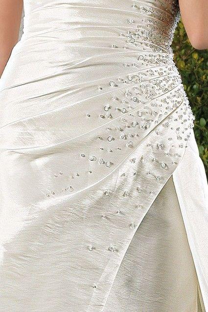 Robe de mariée Neuve ivoire de chez Point Mariage