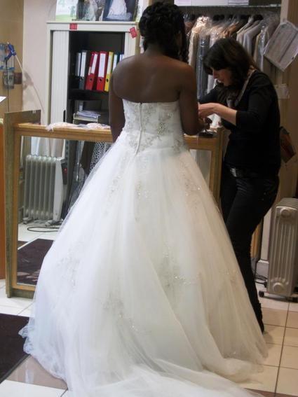 Robe de mariée Demetrios taille 40-42 + voile + jupon