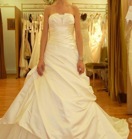 Robe de mariée d'occasion couleur ivoire en satin et tulle